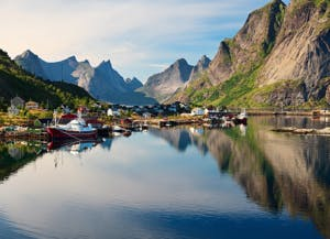 Reine,-picturesque-Norwegian-fishing-village-in-Lofoten-Islands-625894556_5616x3744 (1)