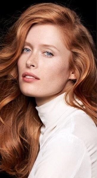 """""""O cabelo comprido é intransigente. Sublimado por um corte reto, estruturado por um brushing em cascata e com madeixas interiores reforçadas para acentuar a textura e o brilho. Um corte com várias opções de styling para um look ultra sensual."""""""