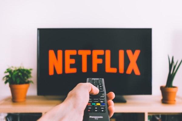 Se ela não liga a presentes e insiste que não vale a pena oferecer-lhe nada... Só um vale para aderir à Netflix. | Gift card Netflix, 50€ na Fnac