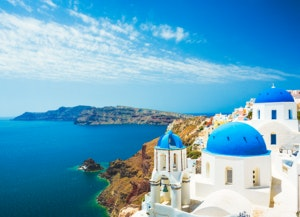 White-church-in-Oia-town-on-Santorini-island-in-Greece-475124388_5760x3588 (1)