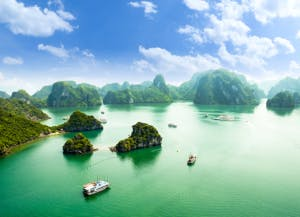 HALONG-bay-in-vietnam-538657102_3464x2309